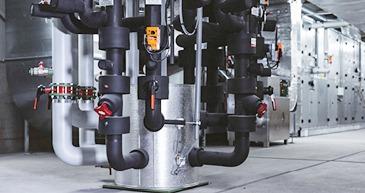 Verteiler, hydraulische Weiche mit exakter Temperaturtrennung für multivalente Anlagen als autarker Unterverteiler